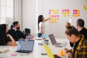 Schaffung eines Rahmens für Selbstorganisation